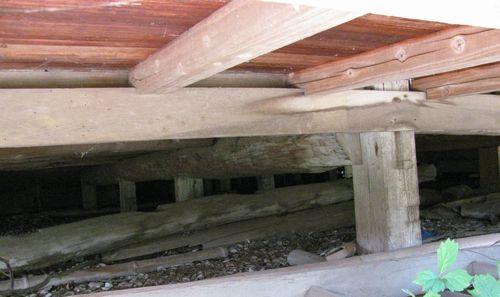香取の古民家床下.jpg