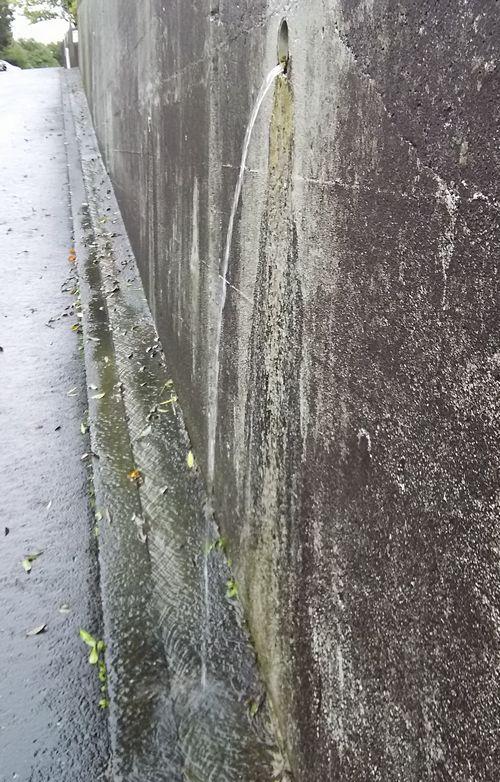 擁壁の水抜きパイプ.jpg
